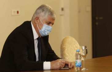 """BOŠKOVIĆ PRIZNAO DA ČOVIĆ NAMJERNO BLOKIRA USPOSTAVU VLASTI: """"Hrvati ne žele živjeti u građanskoj državi, ispod crvene linije nećemo ići, to bi bila…"""