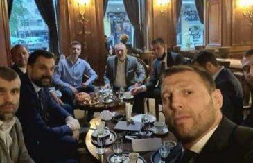 Bajramsko druženje iznad zakona: Konaković se 'razgalio' sa prijateljima u kafani – nit' maski, nit' distance!