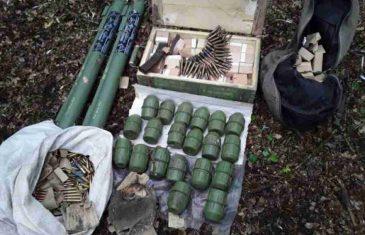 ČUDNA POJAVA U HERCEGOVINI: Policiji svakodnevno pristižu dojave o oružju pronađenom u kontejnerima, deponijama, rijekama…