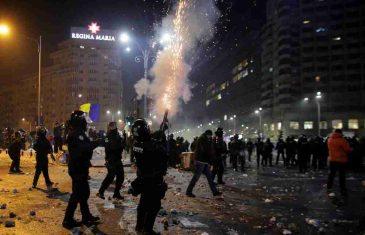 VELIKA POBUNA PROTIV EPIDEMIOLOŠKIH MJERA: Građani BEZ MASKI, protestvovala čak i DJECA!