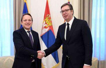 HOĆE LI VUČIĆ DANAS OBJAVITI VIJEST O PRIZNANJU: Predsjednik Srbije doručkovao u Bruxellesu s komesarom za proširenje EU-a…