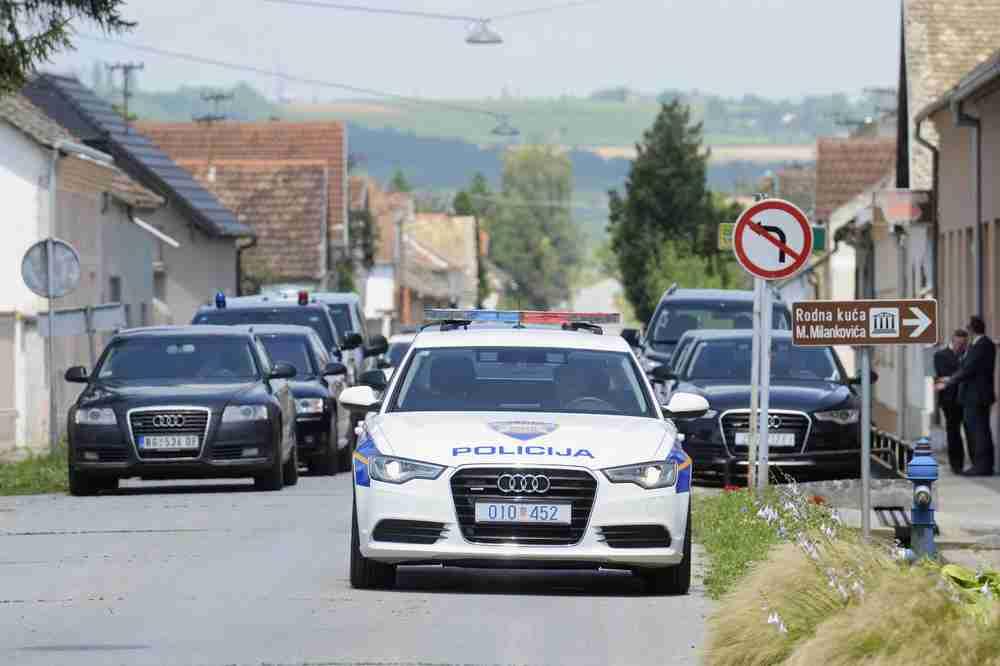 KAKAV SKANDAL U HRVATSKOJ! Visoki državni funkcioner UHAPŠEN MRTAV PIJAN, a onda policajcu PSOVAO MAJKU ČETNIČKU!